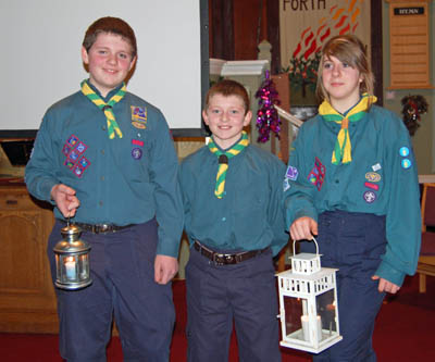 Scouts receiving the Peacelight